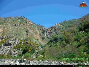 Cascata del Chalonero vista dalla fiumara Colella