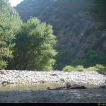 momento di relax sulla riva del torrente