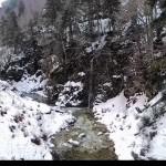 Piccola cascata sul torrente a monte del lago