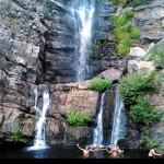 momento del bagno nella pozza delle cascate Forgiarelle