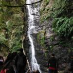 Cascata Mundu dal basso con la woodwardia radicans