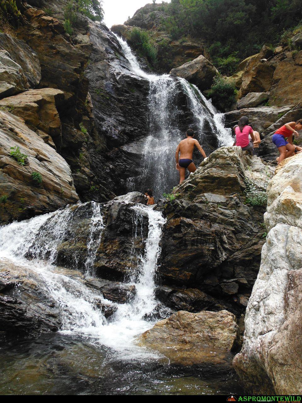 Trekking tour delle cascate galasia aspromontewild - Cascate in italia dove fare il bagno ...