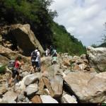 Sentiero che attraversa la frana del 2011 alle cascate Galasia